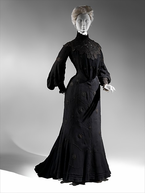 Mourning dress, ca. 1903 American, silk/wool, silk; The Metropolitan Museum of Art, New York, Brooklyn Museum Costume Collection at The Metropolitan Museum of Art, Gift of the Brooklyn Museum, 2009; Gift of Clara L. Cardozo, 1939 (2009.300.6441a, b) http://www.metmuseum.org/Collections/search-the-collections/173462
